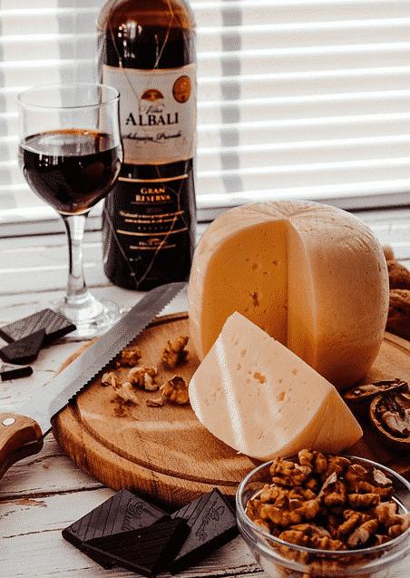 Kaas & Wijn (de mooiste kaassoorten, de beste bijpassende wijnen) van R. Leenaers